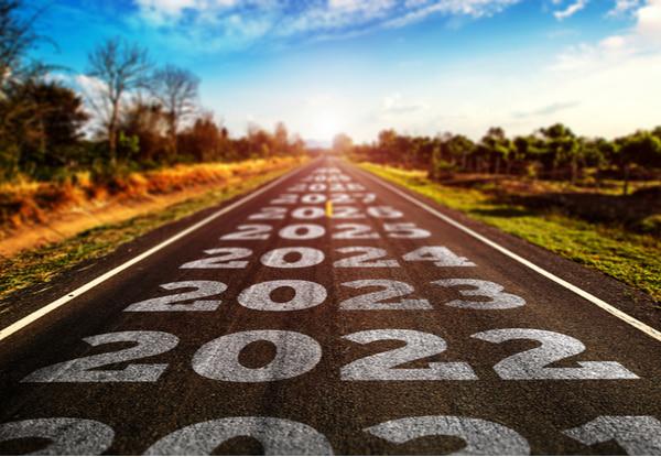 2021-2025 written on highway road